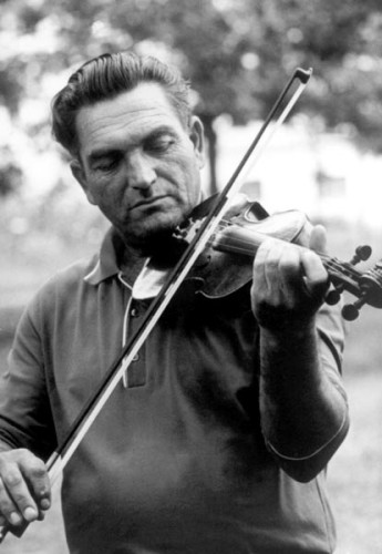 Tivadar Kovács, Romanian first fiddler (cigányprímás) of Méhkerék (Békés County, Eastern Hungary) playing in Szeged in 1973. He was the first folk fiddler that Béla Halmos studied with. Photo: György Hidas, Táncház Foundation.