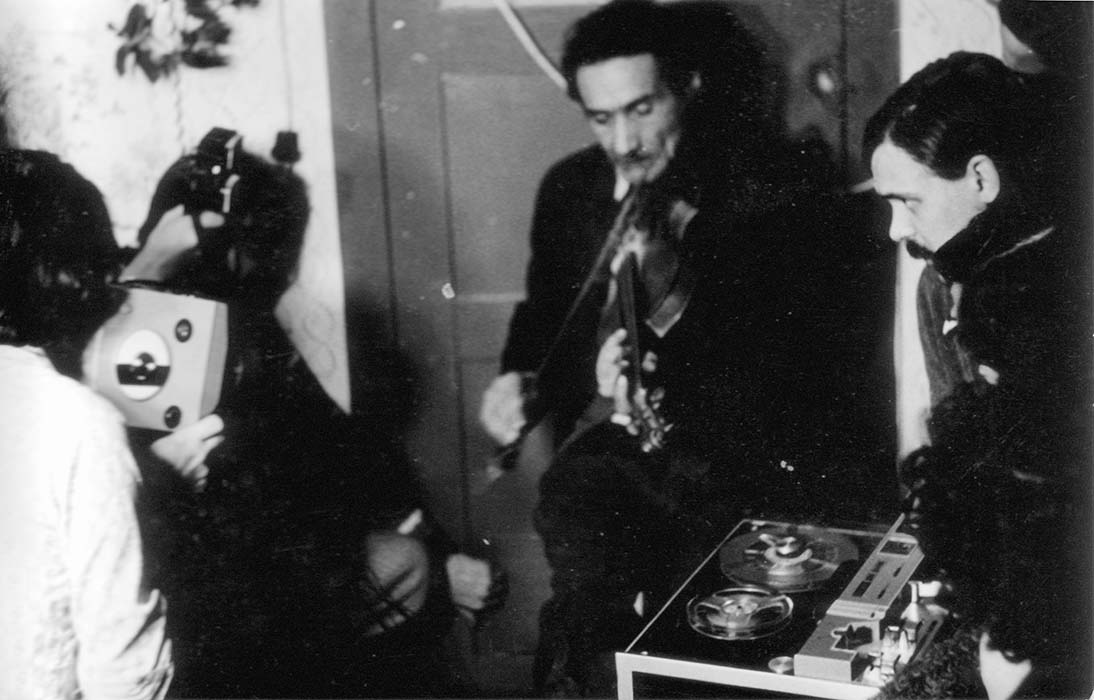 Géza Csapai plays fiddle while István Pávai films and József Simó records; Gagy, 1978