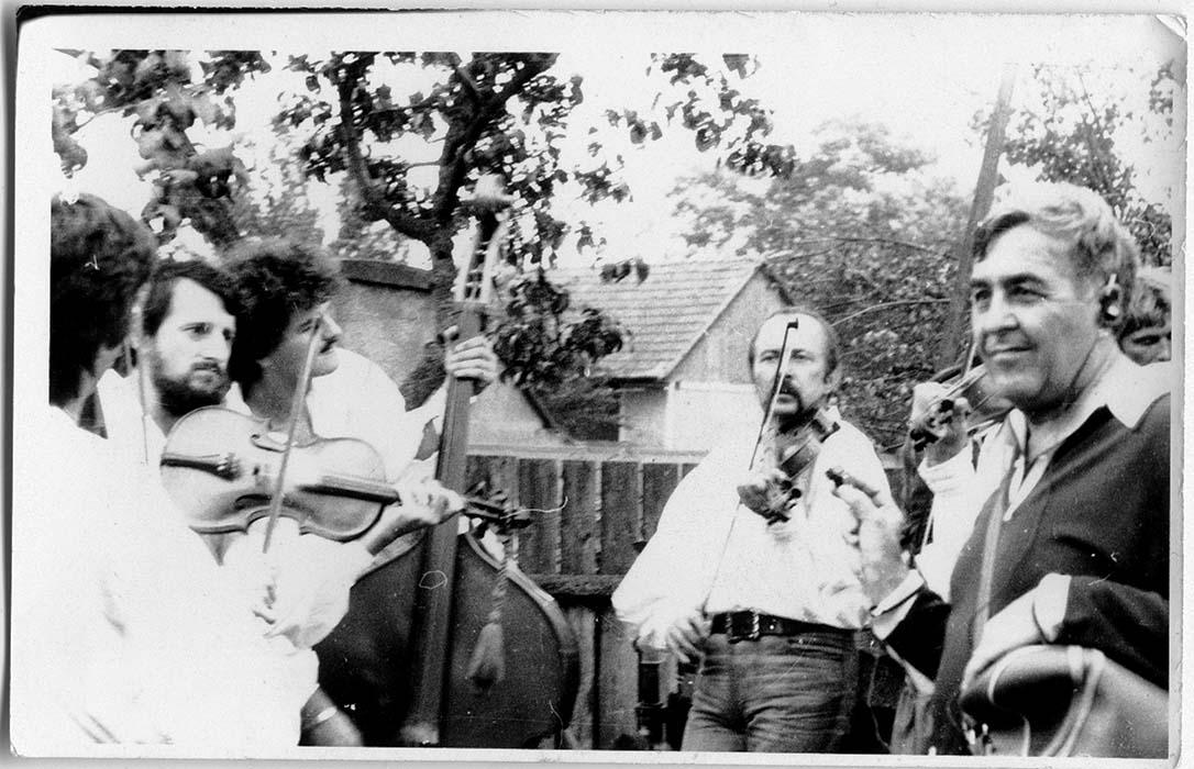 Marosvásárhelyi dance hall ensemble (István Pávai, Lajos Toró, and Kálmán Koszorús), with Zoltán Kallós; early 1980s